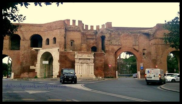 Villa Borghese parkı girişi