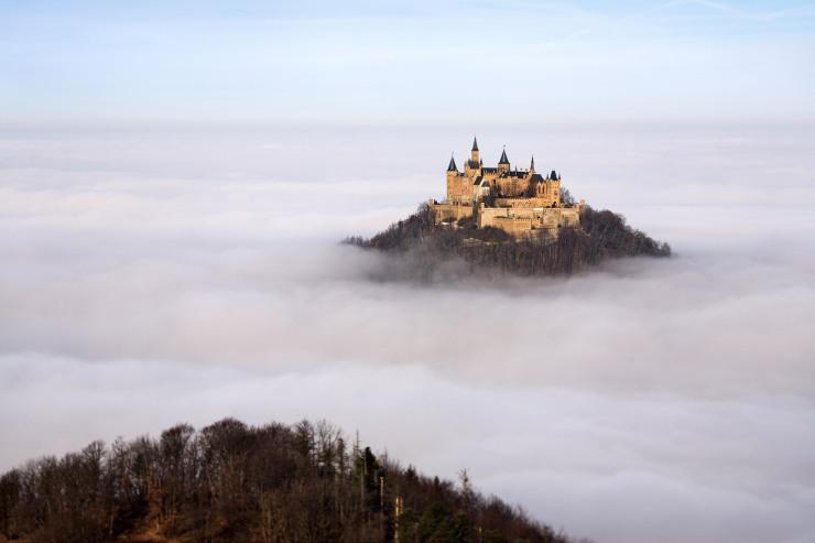 Hohenzollern şatosuhttp://www.canuckabroad.com/sitesinden alınmıştır.