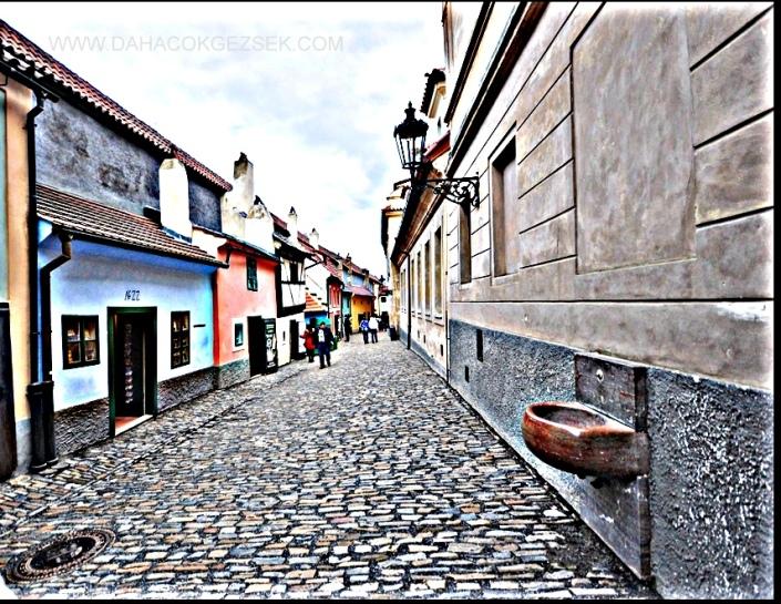 PRAG GOLDEN STREET